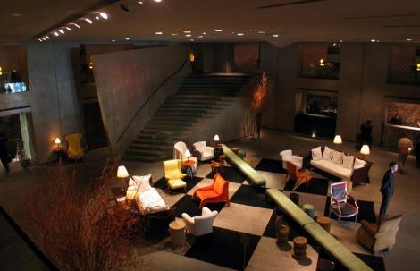 Paramount Hotel lobby in 2004