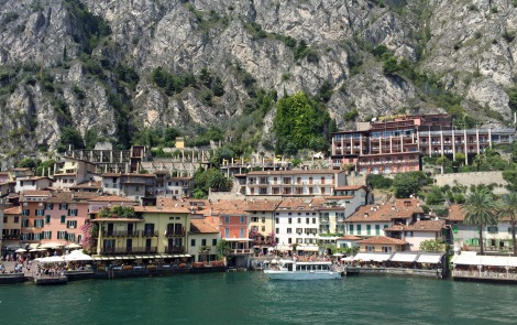Beautiful villages all around the lake...